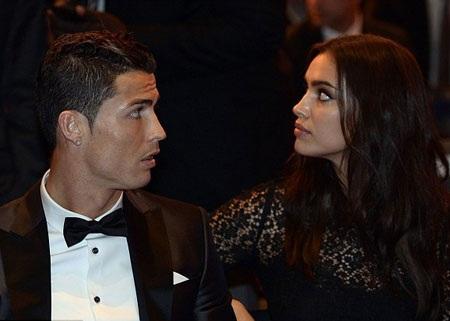 Cả Ronaldo và Irina đã trải qua những giây phút hồi hộp trước khi FIFA công bố kết quả