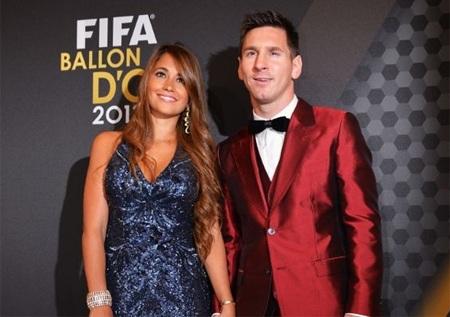 Lionel Messi với bộ vest lạ lẫm tại Gala trao giải Quả bóng vàng FIFA 2013