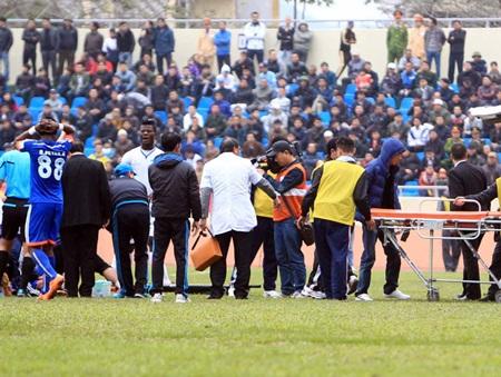 Nạn bạo lực liên tiếp diễn ra ở 3 vòng đấu V-League vừa qua