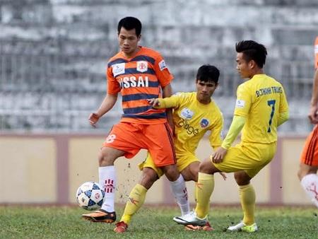 Ninh Bình (cam) là đội vượt lên dẫn trước