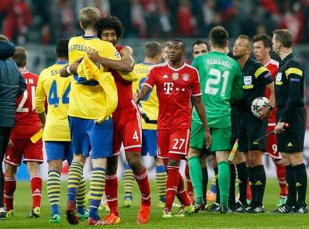 Arsenal ngậm ngùi nhìn Bayern Munich giành quyền vào tứ kết