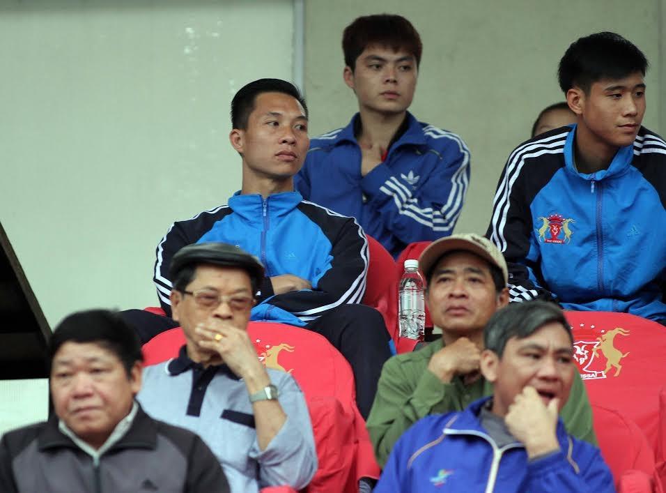 Thủ môn Mạnh Dũng (trái) bị nghi ngờ cầm đầu nhóm cầm độ - Ảnh: Gia Hưng