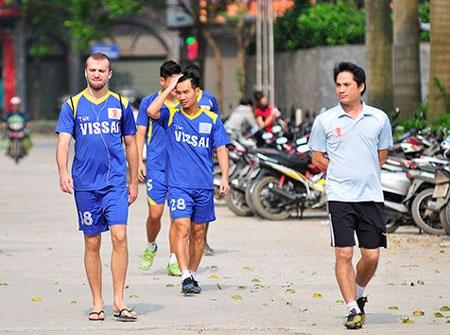 Ông chủ CLB Ninh Bình chưa quyết việc có bỏ bóng đá hay không