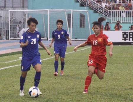 Thái Lan tỏ ra lấn lướt hơn về thế trận - Ảnh: Trọng Vũ