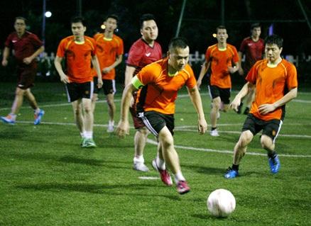 ……dẫn dắt bóng chuyên nghiệp của cầu thủ Vinhomes Royal City