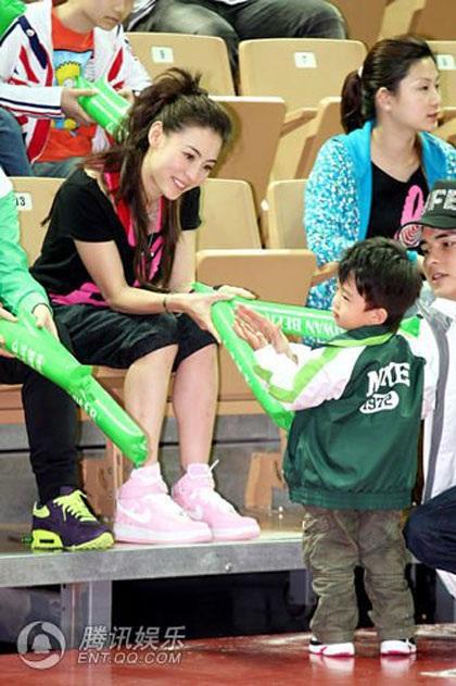 """""""Quý tử"""" nhà Trương Bá Chi được """"săn đón"""" tại Đài Loan - 17"""