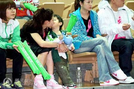 """""""Quý tử"""" nhà Trương Bá Chi được """"săn đón"""" tại Đài Loan - 18"""