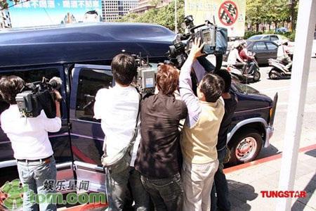 """""""Quý tử"""" nhà Trương Bá Chi được """"săn đón"""" tại Đài Loan - 10"""