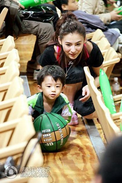 """""""Quý tử"""" nhà Trương Bá Chi được """"săn đón"""" tại Đài Loan - 16"""
