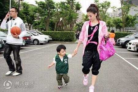 """""""Quý tử"""" nhà Trương Bá Chi được """"săn đón"""" tại Đài Loan - 12"""