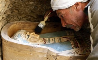 Ai Cập khai quật nghĩa địa chứa nhiều xác ướp cổ  - 1