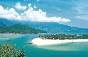 Lăng Cô vào top vịnh biển đẹp nhất thế giới - 1