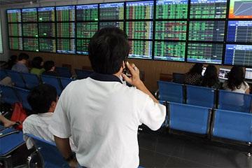 Giao dịch gần 134 triệu cổ phiếu, VN-Index áp sát mốc 550 điểm - 1