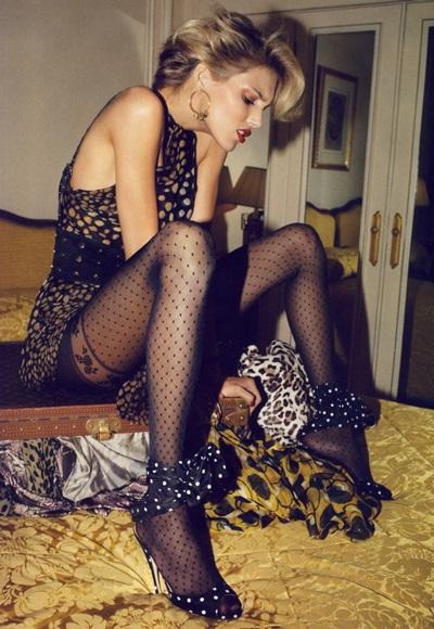 Anja Rubik và Natasha Poly khoe chân dài trên Vogue - 5