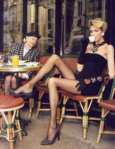 Anja Rubik và Natasha Poly khoe chân dài trên Vogue - 2