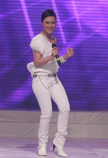 "MC Mỹ Tâm ""sung"" trên sân khấu - 11"