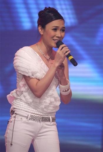 "MC Mỹ Tâm ""sung"" trên sân khấu - 12"