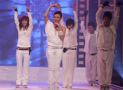 "MC Mỹ Tâm ""sung"" trên sân khấu - 14"