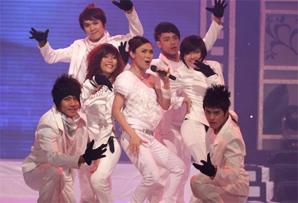 "MC Mỹ Tâm ""sung"" trên sân khấu - 15"