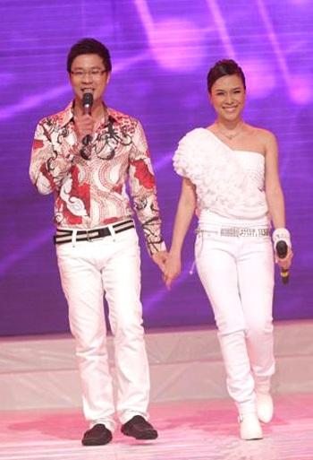 "MC Mỹ Tâm ""sung"" trên sân khấu - 3"