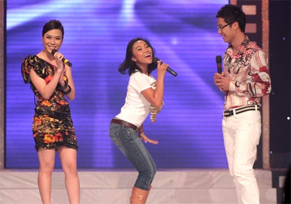"MC Mỹ Tâm ""sung"" trên sân khấu - 7"