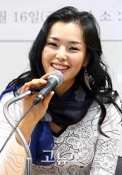 Hoa hậu Honey Lee muốn bước chân vào phim trường - 2