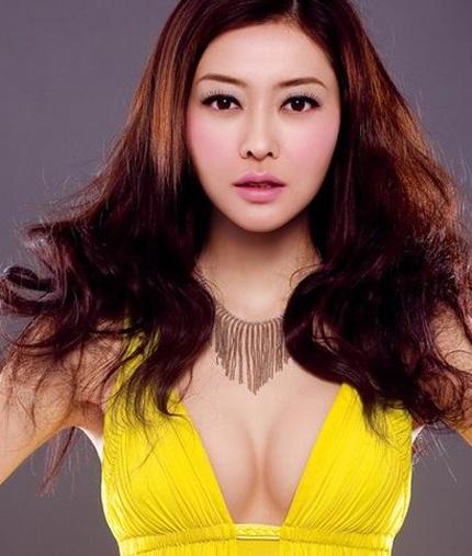 Người tình của Quách Phú Thành sexy với áo tắm - 3