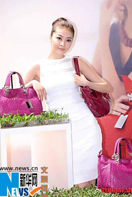 Người tình của Quách Phú Thành sexy với áo tắm - 7