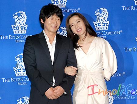 Hôm nay, Song Yoon Ah tổ chức đám cưới đơn giản - 1