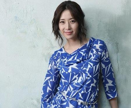 Hôm nay, Song Yoon Ah tổ chức đám cưới đơn giản - 7