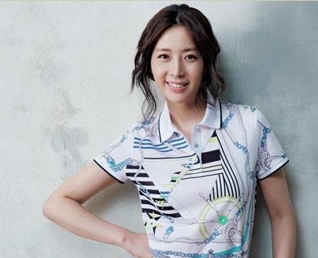 Hôm nay, Song Yoon Ah tổ chức đám cưới đơn giản - 9