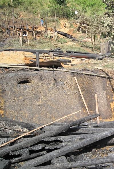 Hỏa hoạn thiêu rụi 11 ngôi nhà, 7 người bị thương - 1