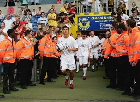 Khoảnh khắc trầm bổng Ronaldo tại Quỷ đỏ MU - 7