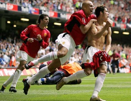 Khoảnh khắc trầm bổng Ronaldo tại Quỷ đỏ MU - 4