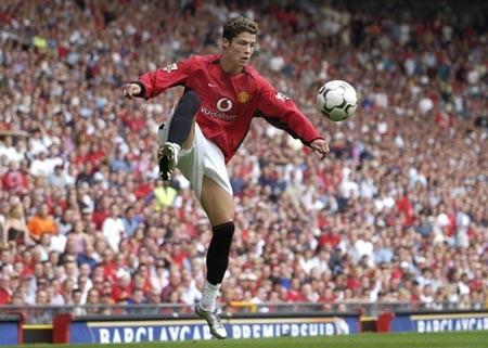 Khoảnh khắc trầm bổng Ronaldo tại Quỷ đỏ MU - 2