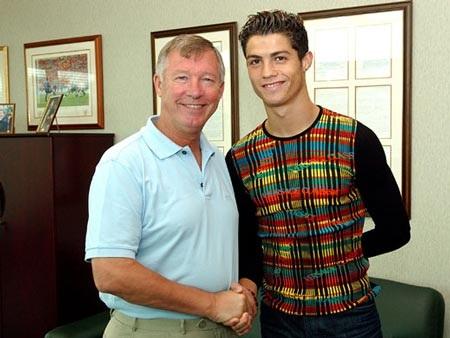 Khoảnh khắc trầm bổng Ronaldo tại Quỷ đỏ MU - 1