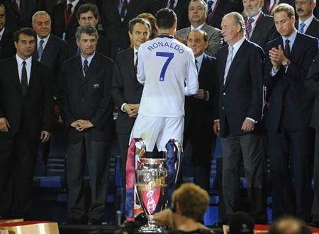 Khoảnh khắc trầm bổng Ronaldo tại Quỷ đỏ MU - 16