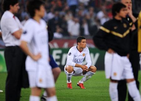 Khoảnh khắc trầm bổng Ronaldo tại Quỷ đỏ MU - 15