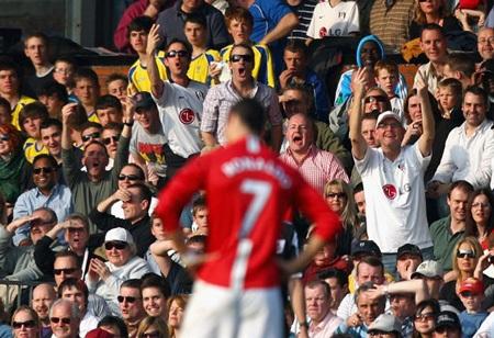 Khoảnh khắc trầm bổng Ronaldo tại Quỷ đỏ MU - 13