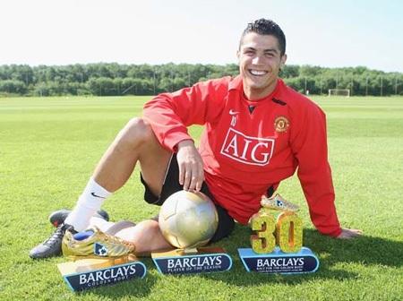 Khoảnh khắc trầm bổng Ronaldo tại Quỷ đỏ MU - 11