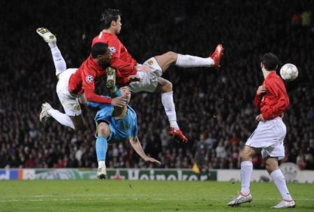 Khoảnh khắc trầm bổng Ronaldo tại Quỷ đỏ MU - 10
