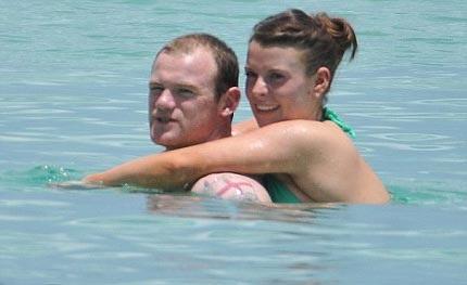 """Vợ Rooney """"vác"""" bụng bầu đi tắm biển - 3"""