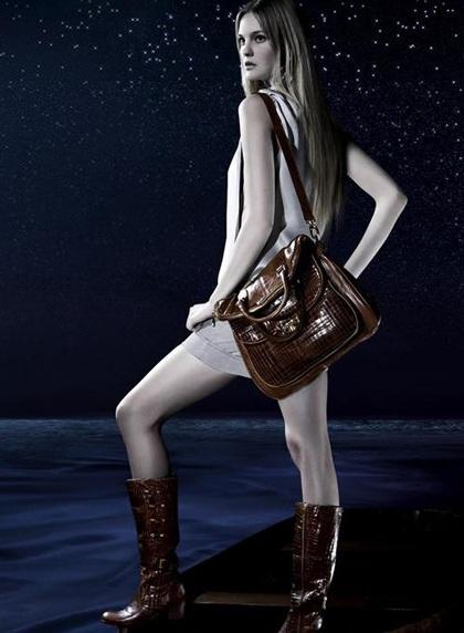 Caroline Trentini: Siêu mẫu không bao giờ tốn tiền mua quần áo - 6