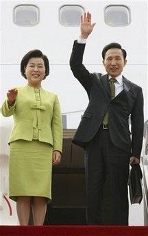 """""""Chiếc ô hạt nhân"""" che phủ cuộc gặp thượng đỉnh Mỹ-Hàn  - 1"""