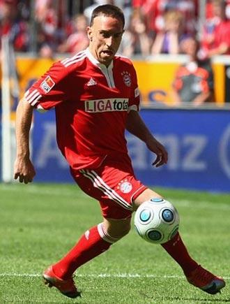 Yếu thế trong vụ Ribery, Barca chuyển hướng sang Robinho - 1