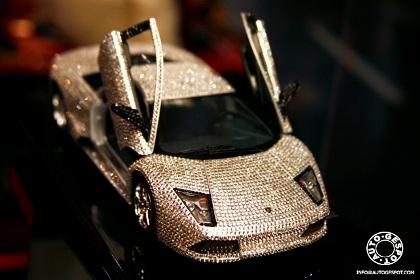 Đồ chơi cho nhà giàu: Lamborghini nạm pha lê  - 1