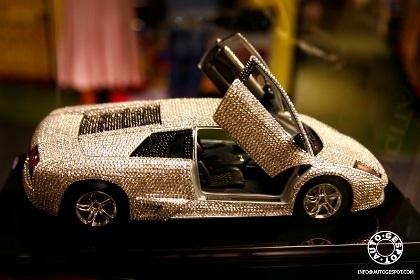 Đồ chơi cho nhà giàu: Lamborghini nạm pha lê  - 2