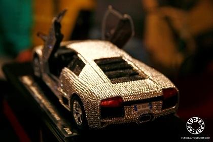 Đồ chơi cho nhà giàu: Lamborghini nạm pha lê  - 3