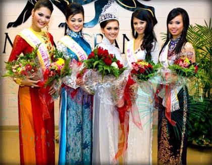 Hương Giang hạnh phúc trở về cùng vương miện Á hậu 2  - 1