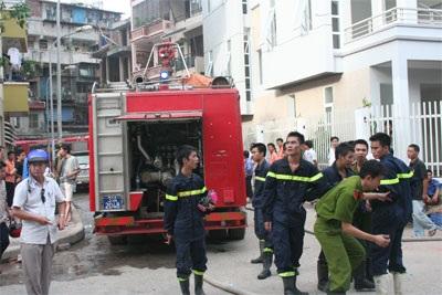 Cháy chung cư ở Láng Hạ vì đốt vàng mã - 4
